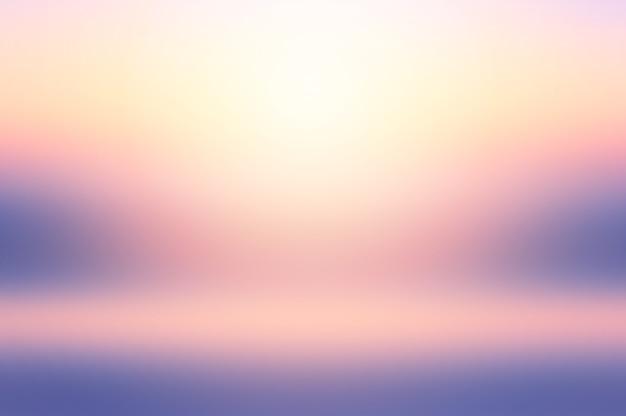 Ciel de coucher de soleil d'été coloré de mer floue