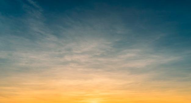 Ciel Coucher De Soleil Avec Des Nuages Photo Premium