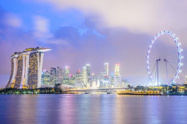 Ciel crépuscule roue marina asiatique