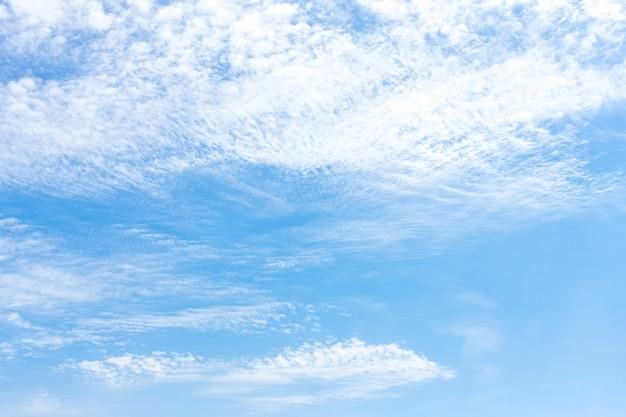 Le ciel dans les nuages