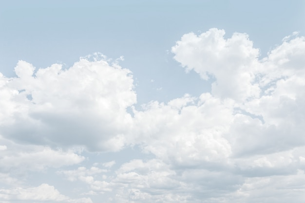 Ciel dans la tonalité claire