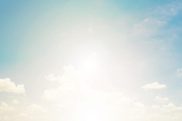 Ciel doux avec des nuages, style vintage pastel