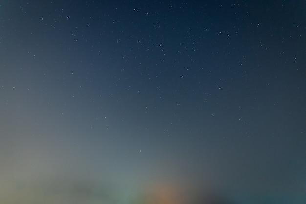 Ciel et étoiles la nuit