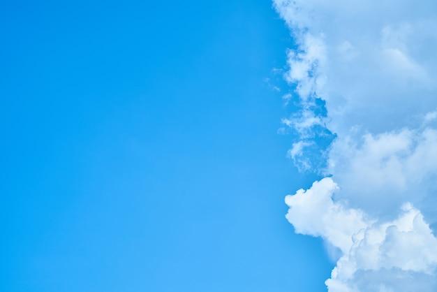 Ciel avec fond de nuages