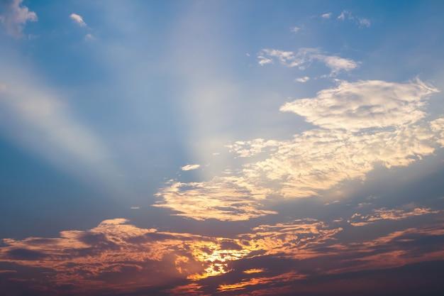Ciel et nuage avec coucher de soleil