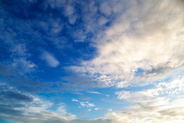 Ciel et nuage, fond de beau temps
