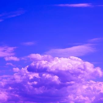 Ciel.nuages. concept de rêves violet rose
