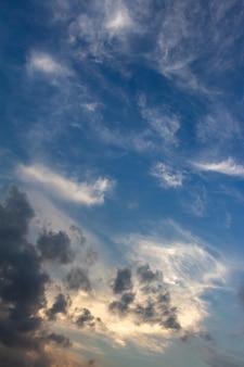 Ciel nuageux en saison des pluies