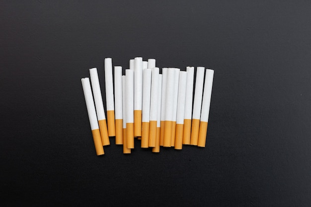 Cigarette isolée non fumeur pour le concept de santé