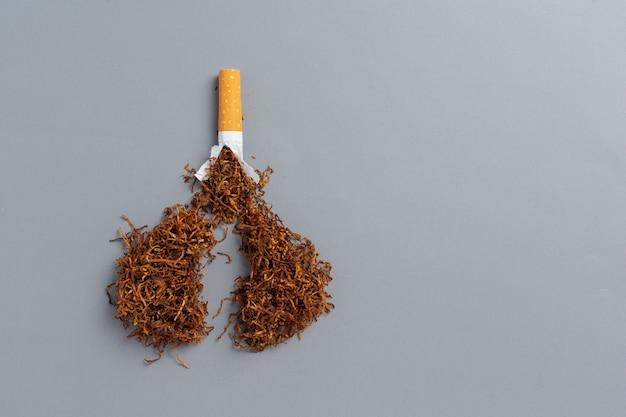 Cigarette sur la surface sombre concept de la journée mondiale sans tabac.