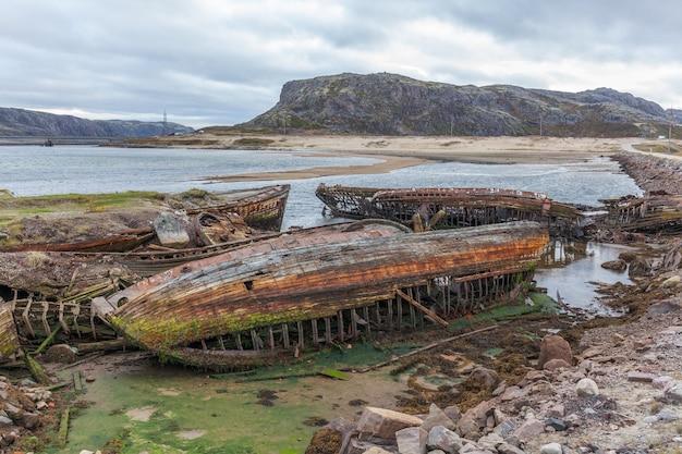 Cimetière de vieux navires à teriberka mourmansk russie