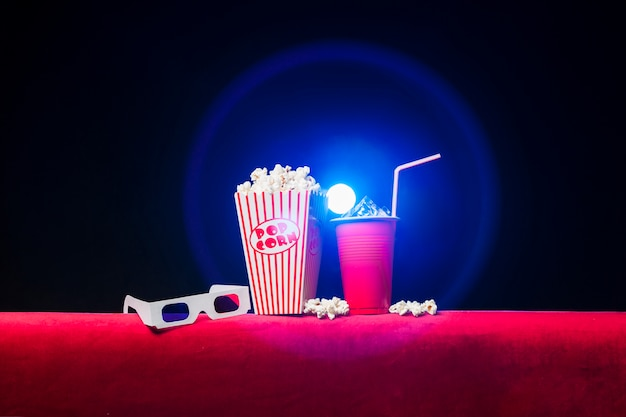 Cinéma avec boîte à pop-corn