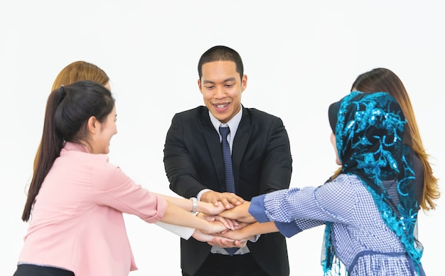 Cinq main ensemble dans une réunion d'affaires pour le concept de l'équipe