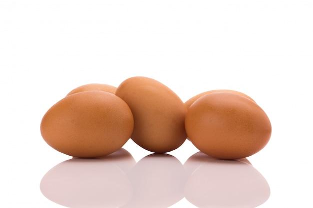 Cinq œufs. isolé