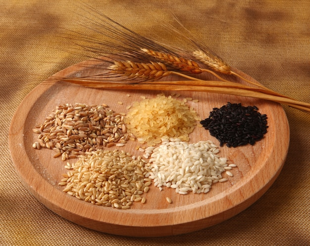 Cinq types de riz
