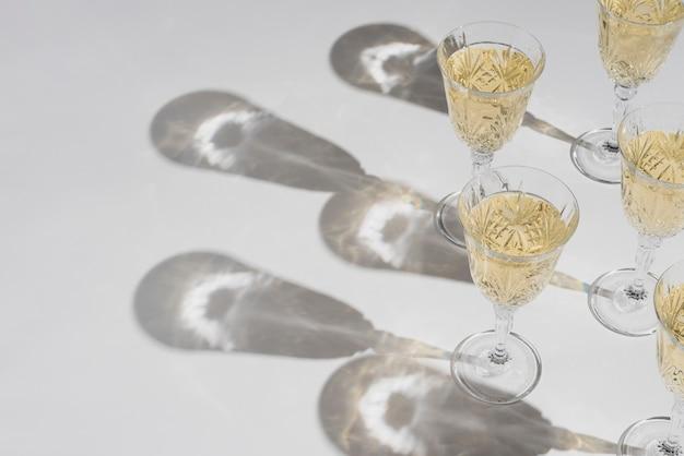 Cinq verres de champagne