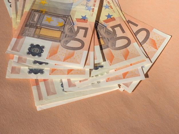 Cinquante billets en euros monnaie de l'union européenne