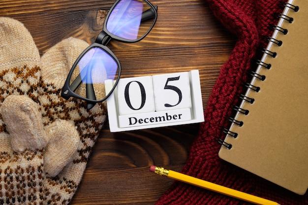 Cinquième jour du calendrier du mois d'hiver décembre.