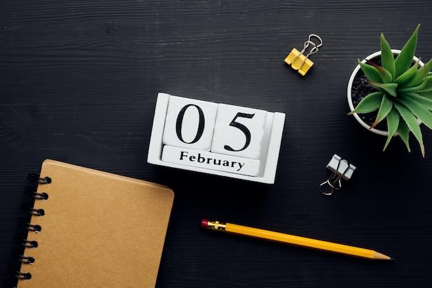 Cinquième jour du calendrier du mois d'hiver février.