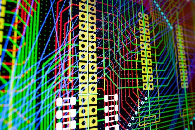 Circuit électrique pcb sur l'écran du pc