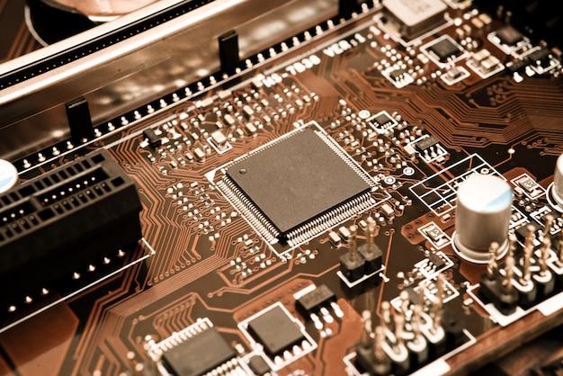 Circuit électronique avec processeur