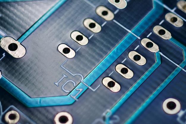 Circuit imprimé bleu