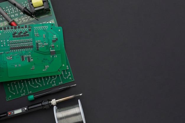 Circuit imprimé de gros plan avec copie espace