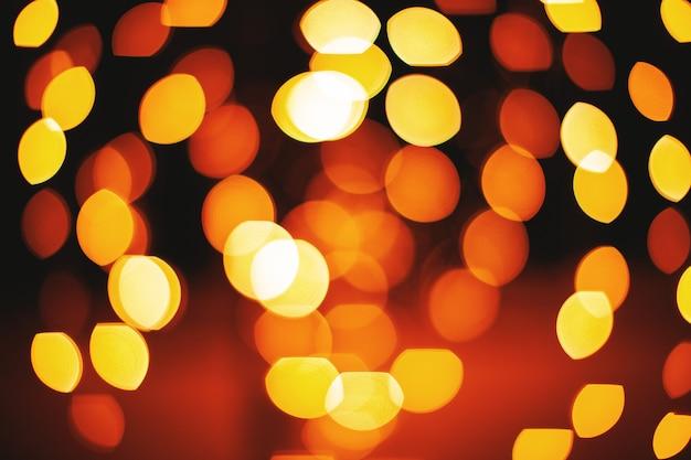 Cirlce jaune et rouge et forme ovale de fond abstrait lumières défocalisé