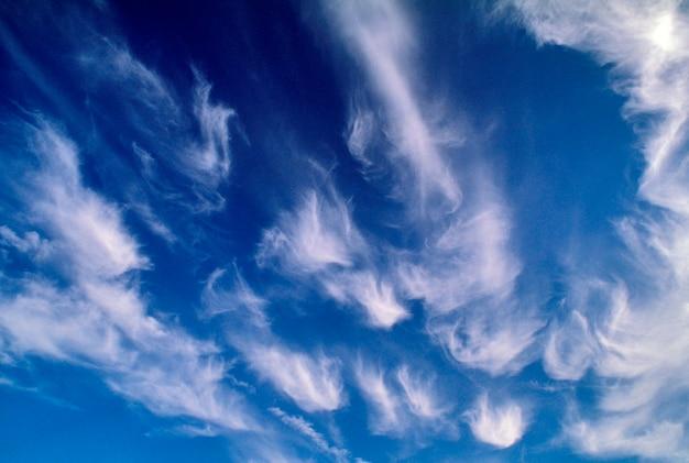 Cirrus nuages