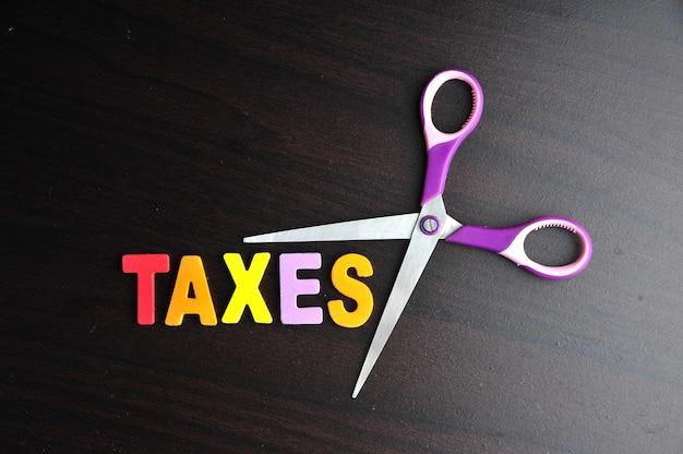 Ciseaux et alphabet taxes