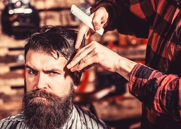 Ciseaux de coiffeur, salon de coiffure. salon de coiffure vintage, rasage. coiffeur homme.