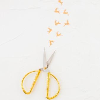 Ciseaux et daims décoratifs