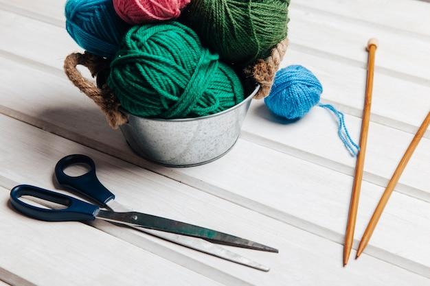 Ciseaux et laine