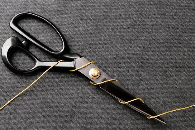 Ciseaux avec vue de dessus de fil