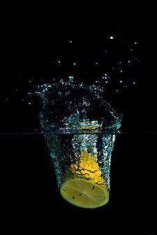 Citron dans l'eau