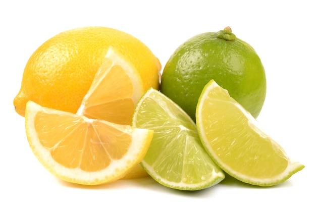 Citron vert et citron sur blanc