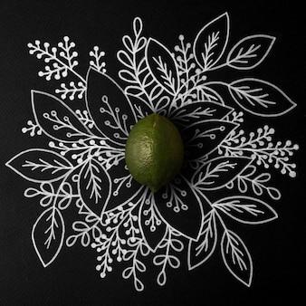Citron vert sur contour floral dessiné à la main