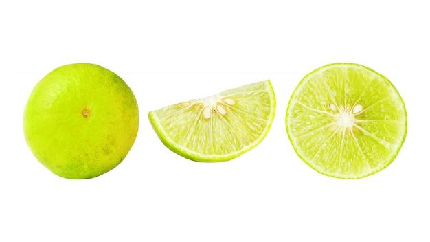 Citron vert sur fond blanc.