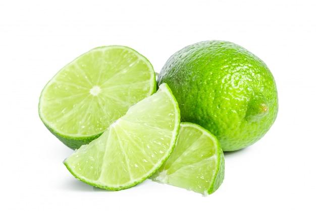 Citron vert isolé sur blanc