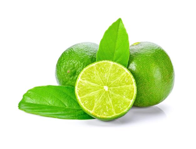 Citron vert isolé sur fond blanc