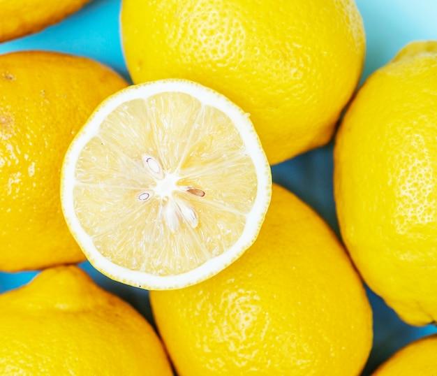 Citrons frais coupés