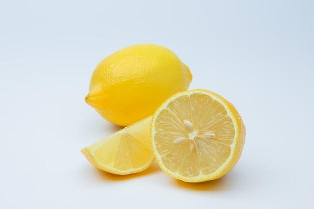 Citrons mûrs frais