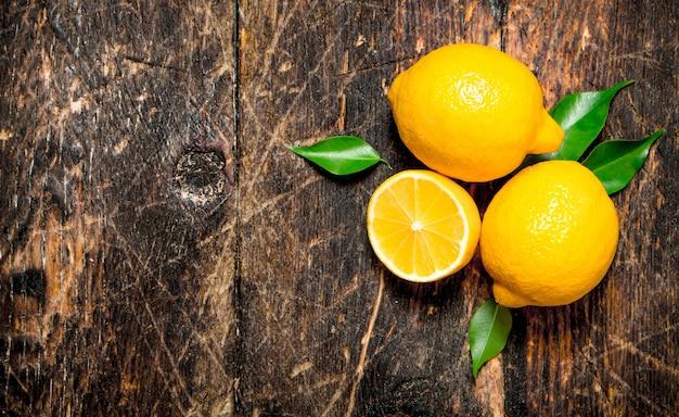 Citrons mûrs.