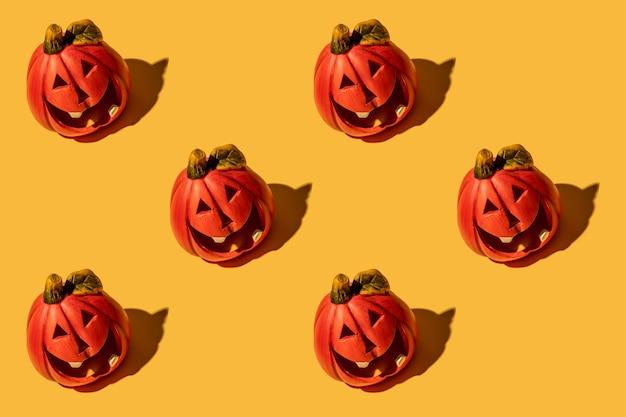 La citrouille est un légume d'automne. modèle sans couture. fond jaune. vacances d'halloween.