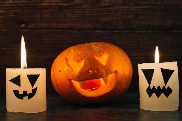 Citrouille d'halloween avec des bougies