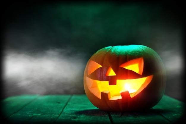 Citrouille d'halloween dans le noir