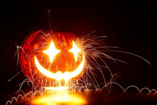 Citrouille d'halloween avec des étincelles