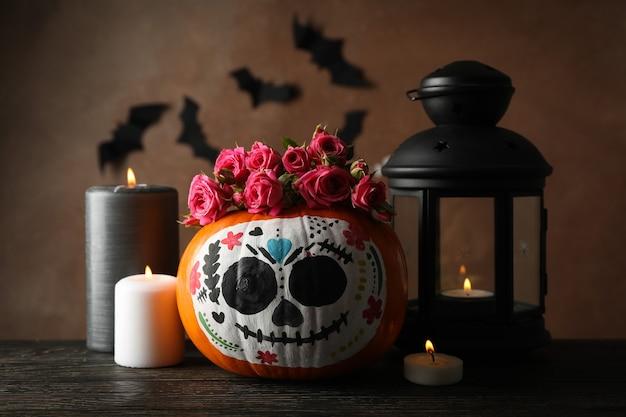 Citrouille avec maquillage de crâne de catrina et accessoires d'halloween