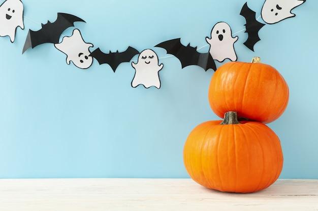 Citrouilles, fantômes en papier et chauves-souris