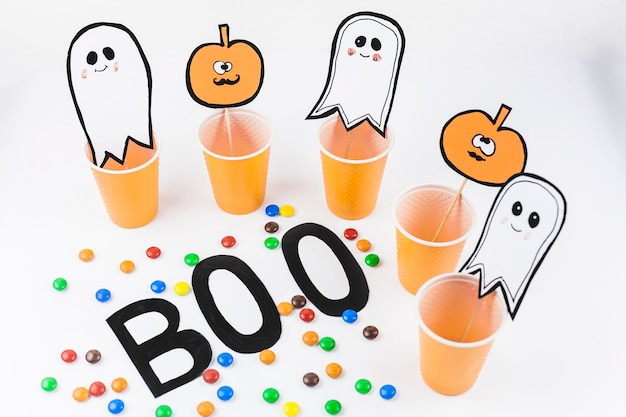 Citrouilles et fantômes pour la fête d'halloween